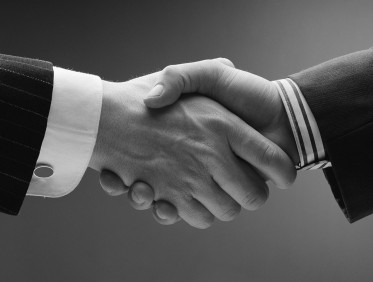 _HomePage_Rectangle_Handshake